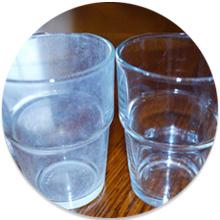 Usadeniny na sklenenom riade