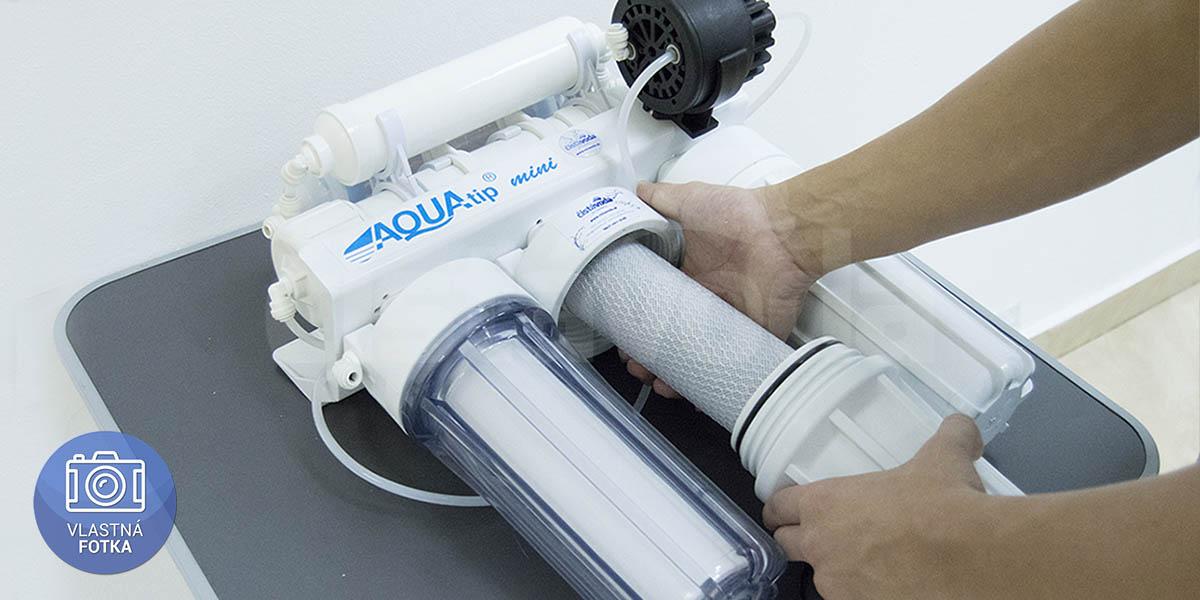 Výmena uhlíkovej filtračnej vložky v potrubnom filtri